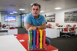 Rainer W. Schlegelmilch in het kantoor van Motorsport Network