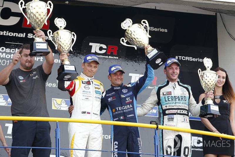 Podio: il vincitore della gara Gianni Morbidelli, West Coast Racing, Volkswagen Golf GTi TCR, il secondo classificato Mato Homola, DG Sport Competition, Opel Astra TCR, il terzo classificato Jean-Karl Vernay, Leopard Racing Team WRT, Volkswagen Golf GTi TCR