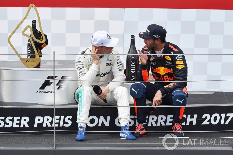 Podium: ganador, Valtteri Bottas, Mercedes AMG F1, tercero, Daniel Ricciardo, Red Bull Racing