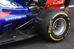 Scuderia Toro Rosso STR12, side pods