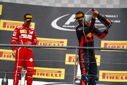 Podium : le deuxième, Sebastian Vettel, Ferrari, le troisième, Daniel Ricciardo, Red Bull Racing