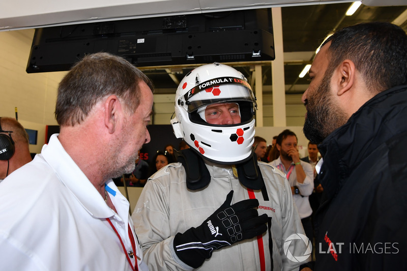 Paul Stoddart, F1 Experiences coche de 2 plazas con Woody Harrelson, Actor