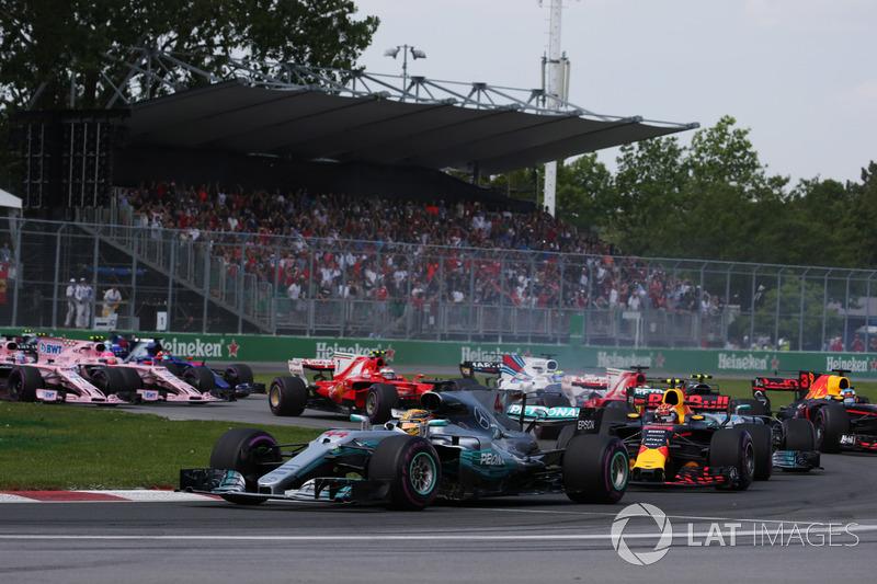Prova começou positiva para Hamilton, enquanto que Vettel enfrentou sérias dificuldades.
