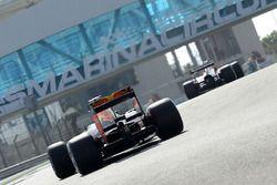 Daniel Ricciardo, Red Bull Racing test de brede banden van Pirelli voor 2017