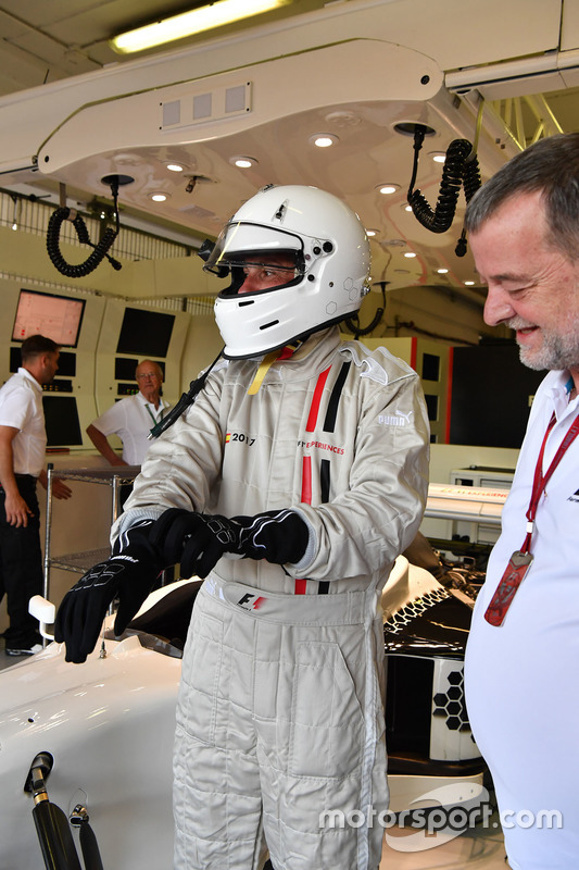 F1 Experiences 2-Seater passengers Will Buxton, NBC TV Presenter and Paul Stoddart