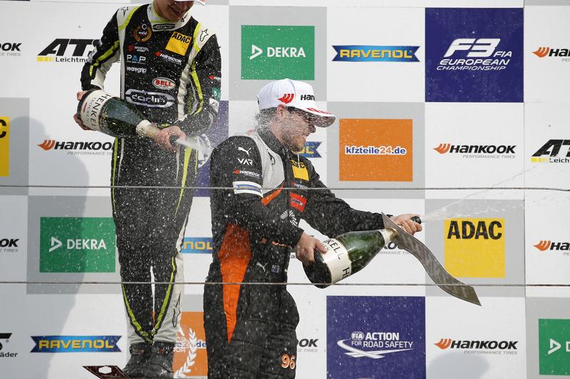 Podium de novatos: Ganador, Lando Norris, Carlin Dallara F317 - Volkswagen, segundo, Joey Mawson, Va