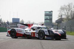 #8 Toyota Gazoo Racing Toyota TS050 Hybrid: Anthony Davidson, Nicolas Lapierre, Kazuki Nakajima, dur