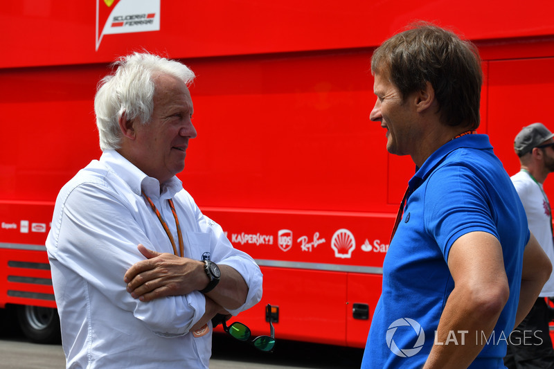 Чарли Уайтинг, FIA, и Михаэль Шмидт, журналист
