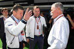 Dmitry Kozak, vice-Premier Ministre de la Fédération de Russie et Chase Carey, directeur exécutif du Formula One Group