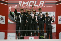 Gara 1 Podio Super GTCup: Cazzaniga-D'amico, Vincenzo Sospiri Racing; Liang-Ortiz, Vincenzo Sospiri