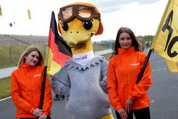 Gridgirls mit dem Arena Strauß