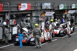 #1 Porsche Team Porsche 919 Hybrid: Neel Jani, Andre Lotterer, Nick Tandy, #2 Porsche Team Porsche 919 Hybrid: Timo Bernhard, Earl Bamber, Brendon Hartley
