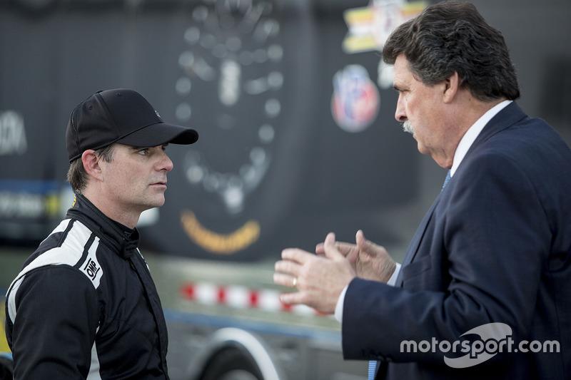 Jeff Gordon, Wayne Taylor Racing with NASCAR Vice-Chairman Mike Helton