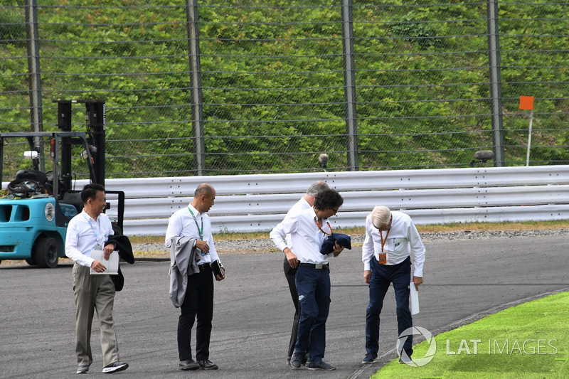 Laurent Mekies, FIA Safety Director and Charlie Whiting, FIA Delegate