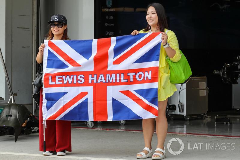 Lewis Hamilton, Mercedes AMG F1 fans and falg