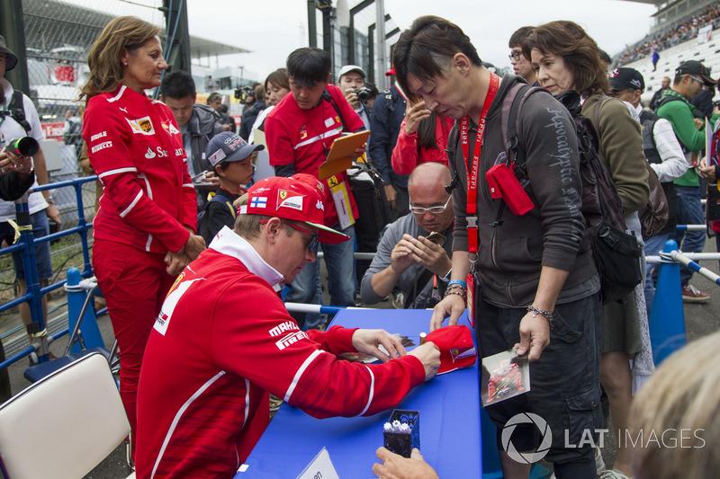 Kimi Raikkonen, Ferrari, signs autographs for the fans