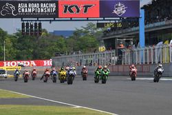 Aksi start Race 1 SuperSports 600cc