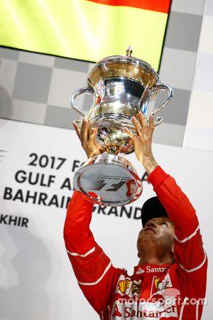 Podio: il vincitore Sebastian Vettel, Ferrari