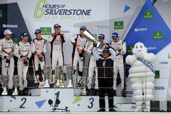 Podium: Race winners #8 Toyota Gazoo Racing Toyota TS050 Hybrid: Anthony Davidson, Sébastien Buemi,
