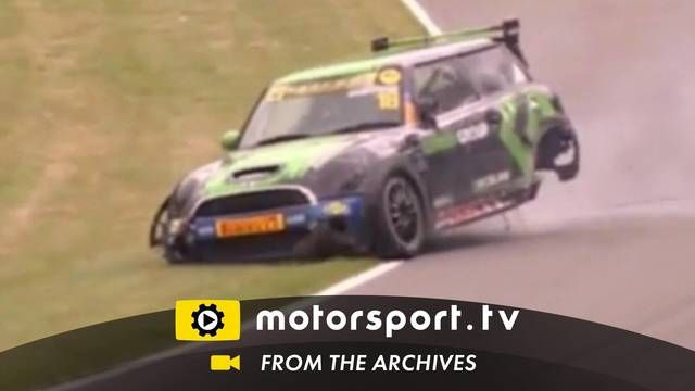 Mini Challenge: vuelco épico en Brands Hatch