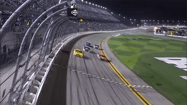 McDowell gana Daytona 500 en accidentado final