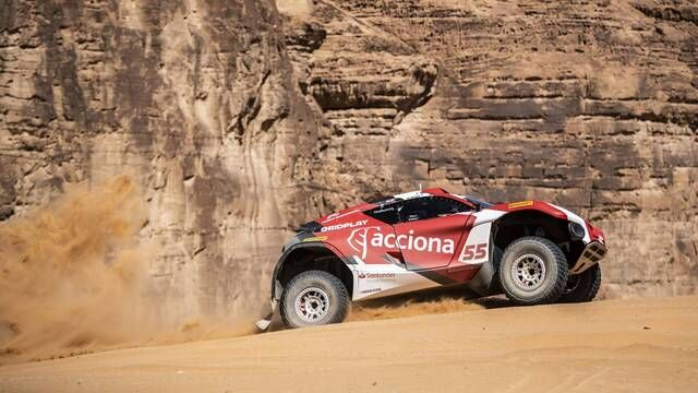 Extreme E: Carlos Sainz Snr. Floors It Across the Desert