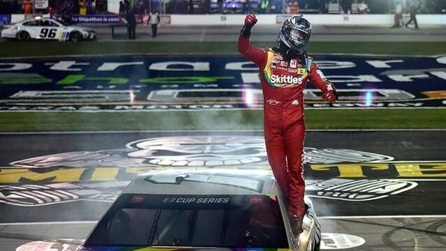 Recap: Kyle Busch hangs on, Harvick and Hamlin survive trouble