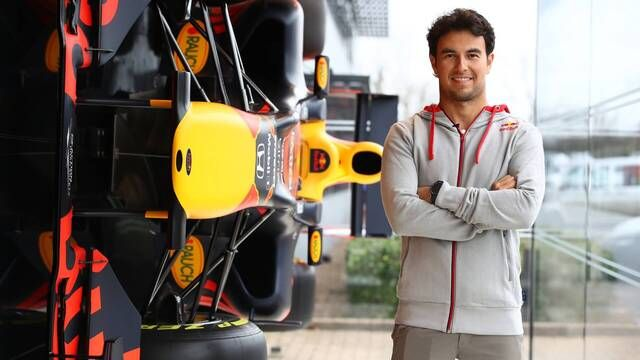 Sergio Perez in der Red-Bull-Fabrik