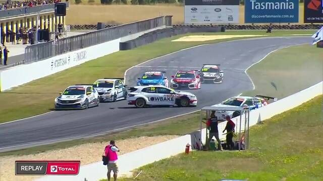 TCR Australia: Tasmania - Race 2 GRM crash