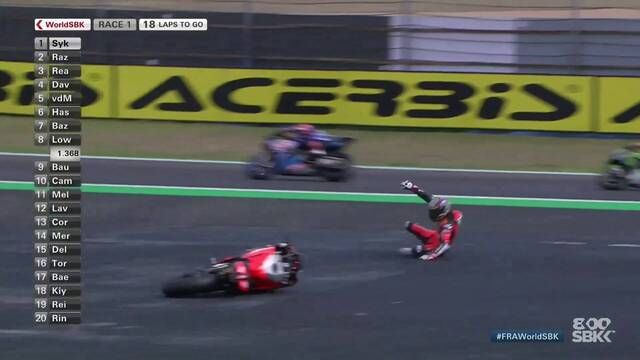 WorldSBK Magny-Cours: Chaz Davies crash in Race 1