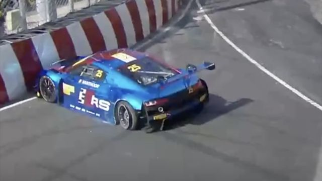 Macau GP - FIA GT: Puncture at the start!