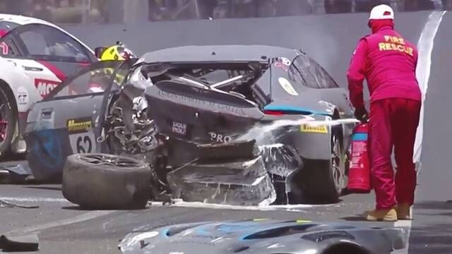Bathurst 12 Hour: Crash megamix