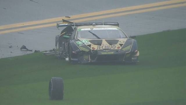 24h Daytona 2019: Crash in GTD-Klasse