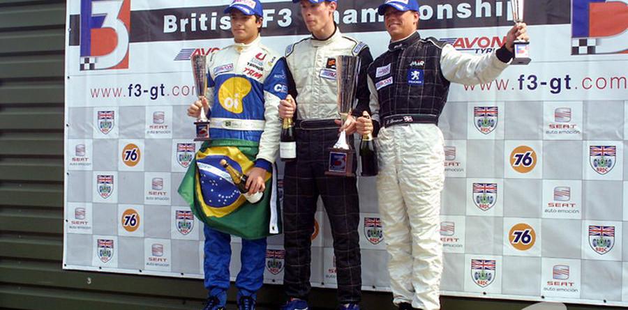 Van der Merwe sails to Snetterton round three win