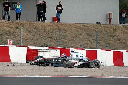 Tarihte bugün: Raikkonen, Barcelona testinde kaza yapıyor