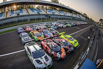 Pirelli изобразила свой логотип из 41 машины GT3