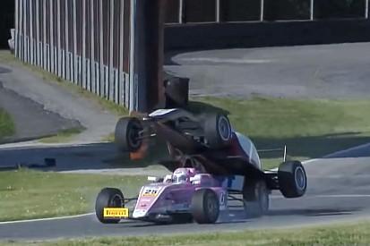 VÍDEO: Accidente de Fórmula 4 se vuelve viral
