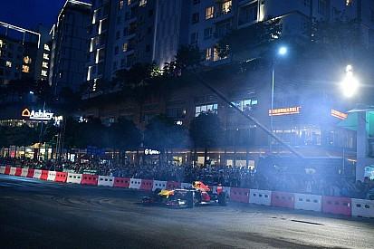 Дрифт на Red Bull и летающие пикапы: лучшие гоночные видео уик-энда