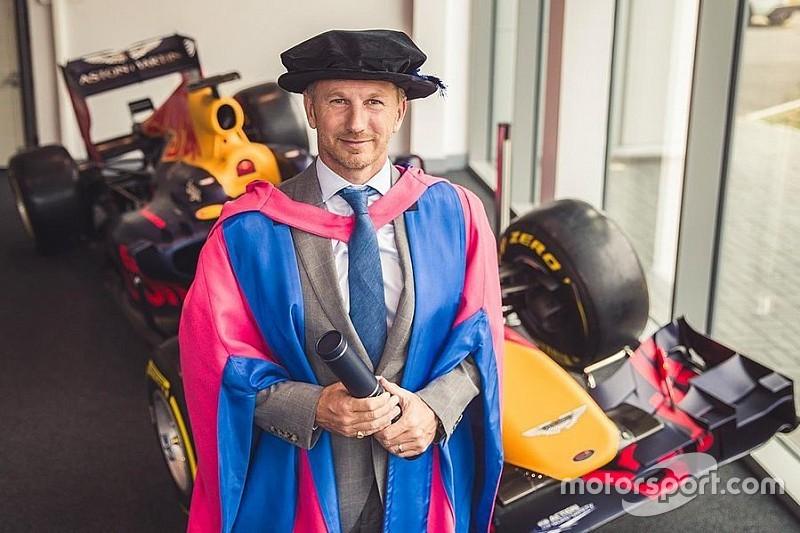 Хорнер получил докторскую степень