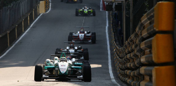 Ericsson survives chaos to claim Macau pole