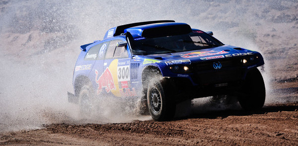 Sainz fastest, but Al-Attiyah closes in on win