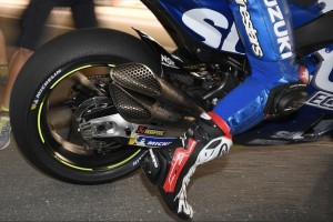 Suzuki testet in Katar neuen Doppel-Auspuff von Akrapovic