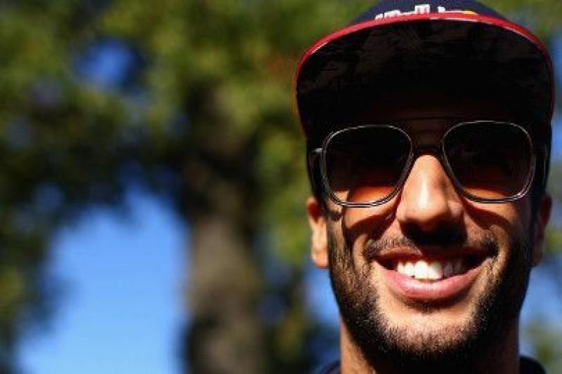 Ricciardo: McLaren byłby lepszy z innym silnikiem