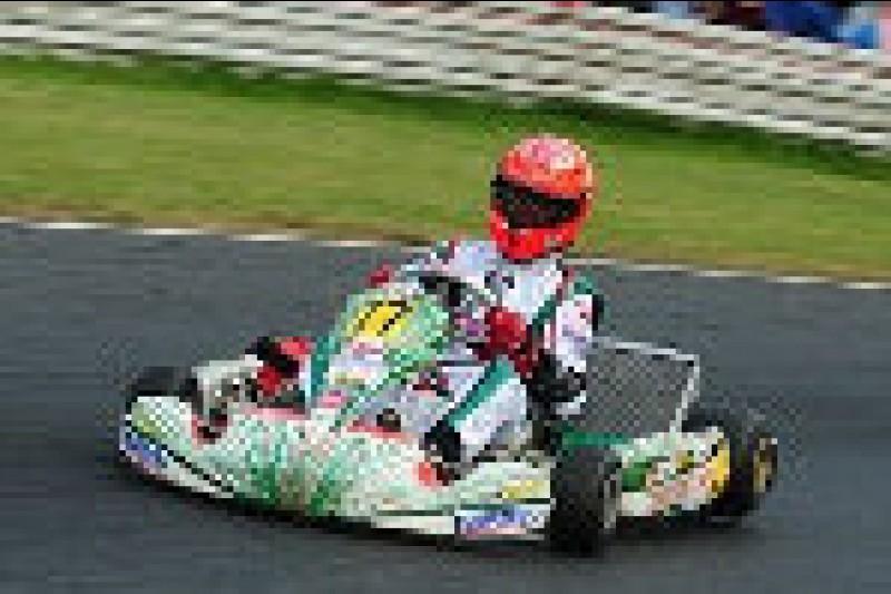 Schumacher wygrywa