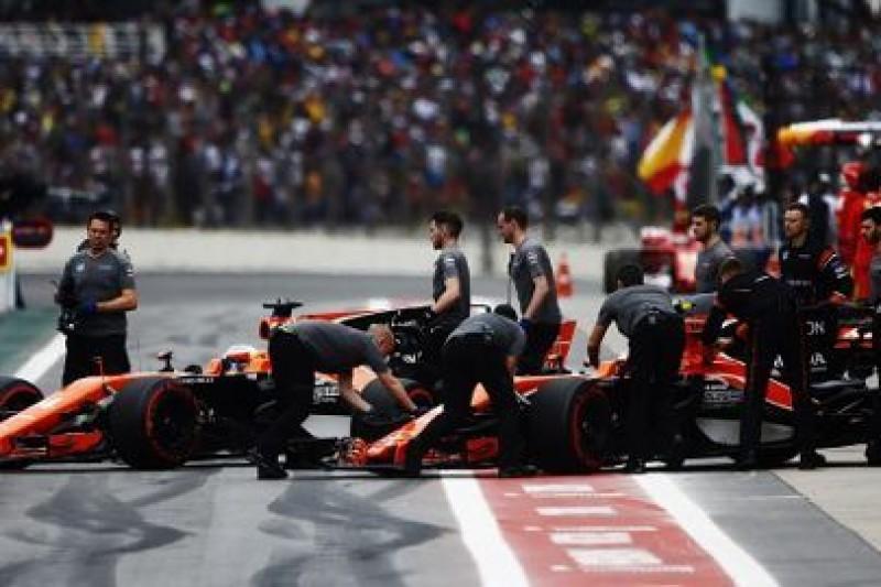 Dwa McLareny na testach Pirelli