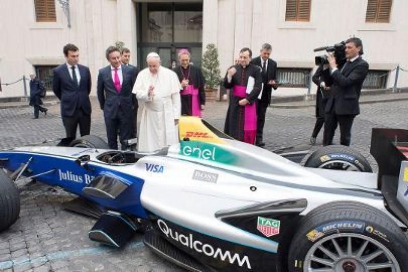 Z papieskim błogosławieństwem