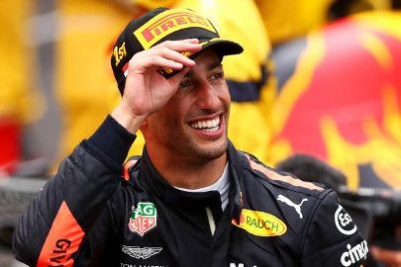 Ricciardo czeka na podpis Hamiltona