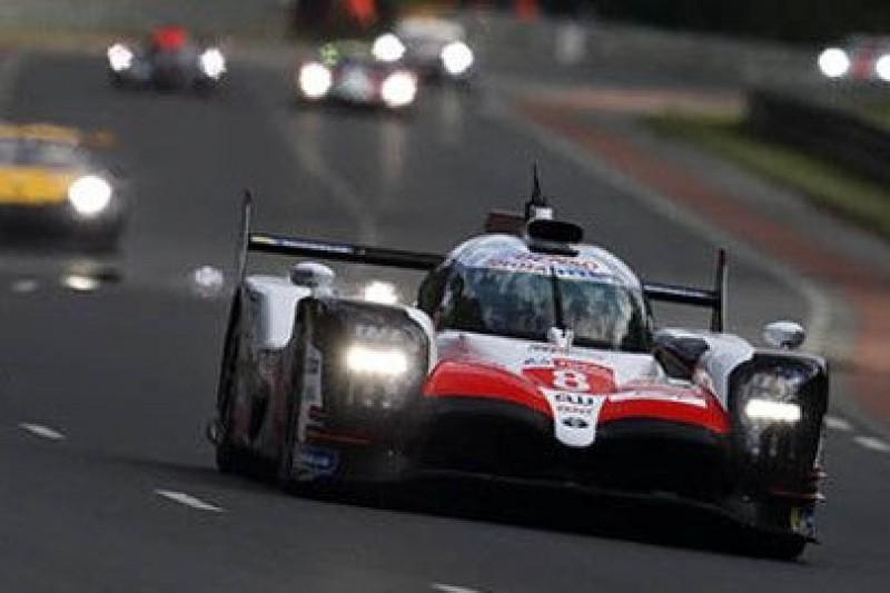 Alonso przyzwyczajał się do ciemności
