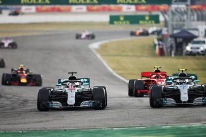 Mercedes tłumaczy się z poleceń zespołowych