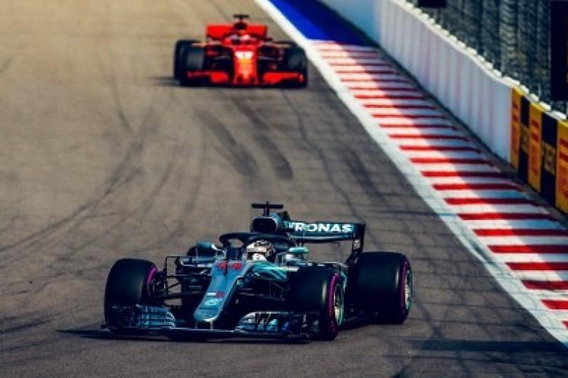 Hamilton zaskoczony brakiem poleceń zespołowych w Ferrari